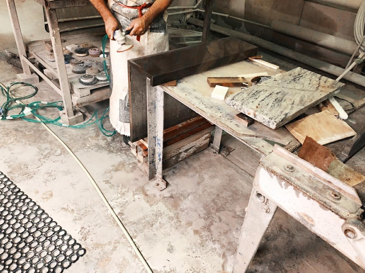 производство облицовок каминов
